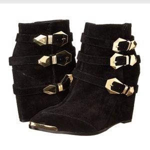Vince Camuto Kannon black suede boots booties sz 6